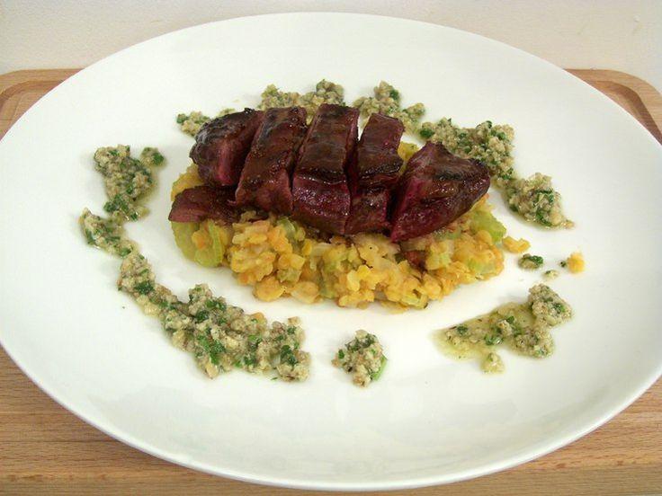 Recept #eendenfilet met walnotensaus en rode linzen uit het kookboek Nijmegen Kookt deel 1.