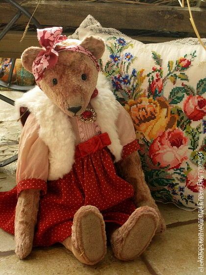 Vintage style teddy bear Adele, made of plush, stuffed by sawdust