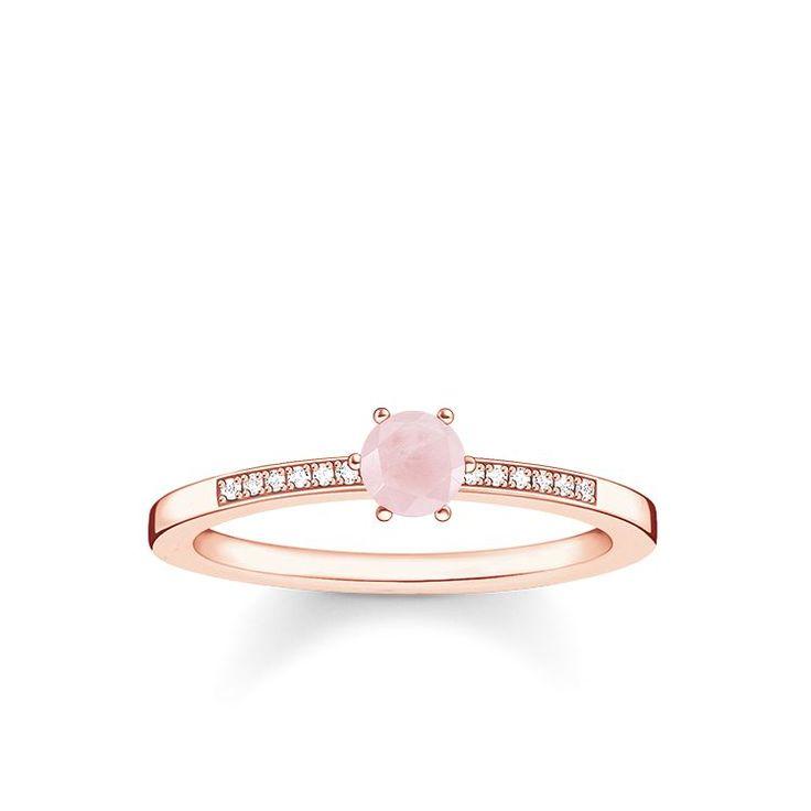 THOMAS SABO-ring från kollektionen Sterling Silver. [Artikeltabelle]Kategori:ring Material:925 sterlingsilver; plätering av 18 karat roséguld Stenar:vit diamant-pavé, rosenkvarts Mått:storlek ca 0,5 cm (0,2 Inch), bredd ca 0,2 cm (0,08 Inch) Article:D_TR0010-925-9[/Artikeltabelle]