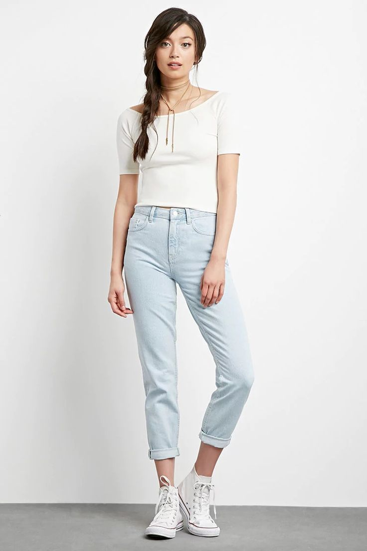 A classic pair of mom jeans with a high-waisted fit, slightly tapered legs, a zip fly, and a five-pocket construction.#f21denim