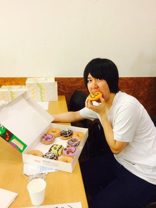 ドーナツ と こいちゃん (^0^) うまい~~私も 食べ たい ○