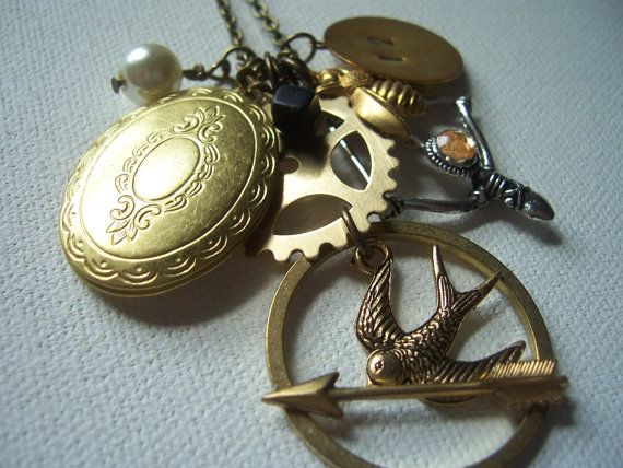 mine: Clever Design, Games Necklaces, Gifts Cards, The Hunger Games, Style, Charms Necklaces, Book, Jewelry, Games Charms