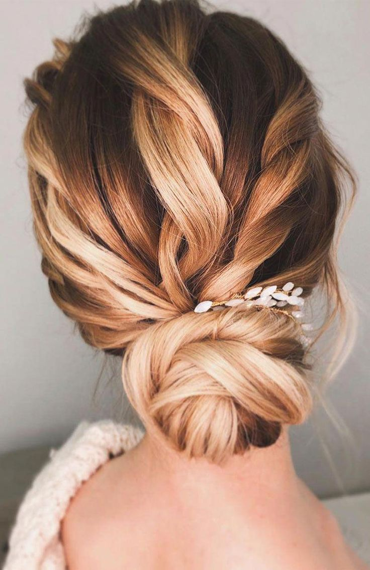 Gorgeous wedding updo hairstyle perfect for ceremony and reception - Messy updo bridal hairstyle for rustic wedding,wedding hairstyles #weddinghair #h...