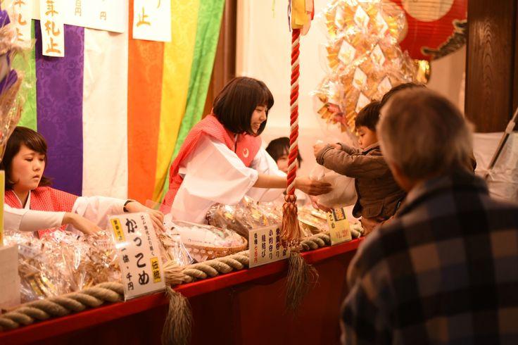 The most prominent Tori no ichi since the late Edo period has been the one held at Otori Daimyojin no Yashiro Shrine in the precincts of Juzaisan Chokoku-ji Temple which belongs to the Honmon Lineage of the Hokke Sect in Asakusa in Senzoku, Taito Ward, Tokyo.