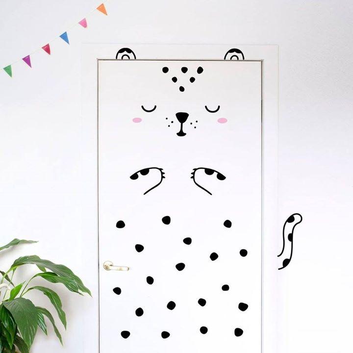 Putzige Tier-Türaufkleber von Made of Sundays   Preis: 34 Euro plus Versand, gefunden auf Etsy Gibt es hier: http://monsterkiste.de/tueraufkleber  #Geschenkideen #fuerKinder #Kinderzimmer