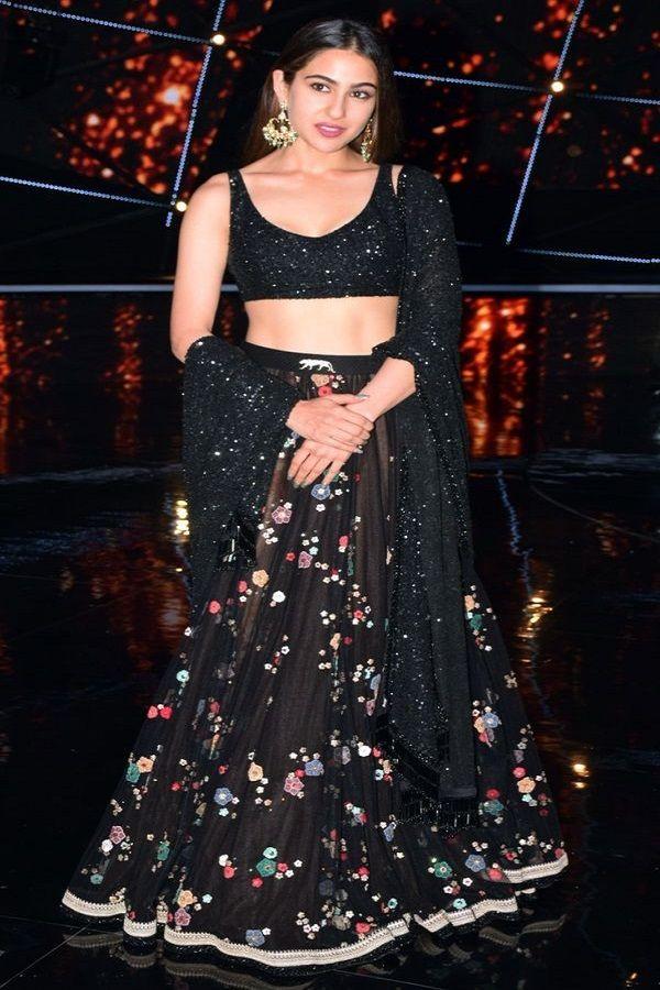 6c0b8eb0b9 Sara Ali Khan in black Sabyasachi lehenga | Bollywood Actress in ...