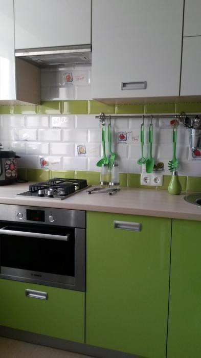 Маленькая кухня интерьер, зеленая кухня фото, фасады кухонных шкафов