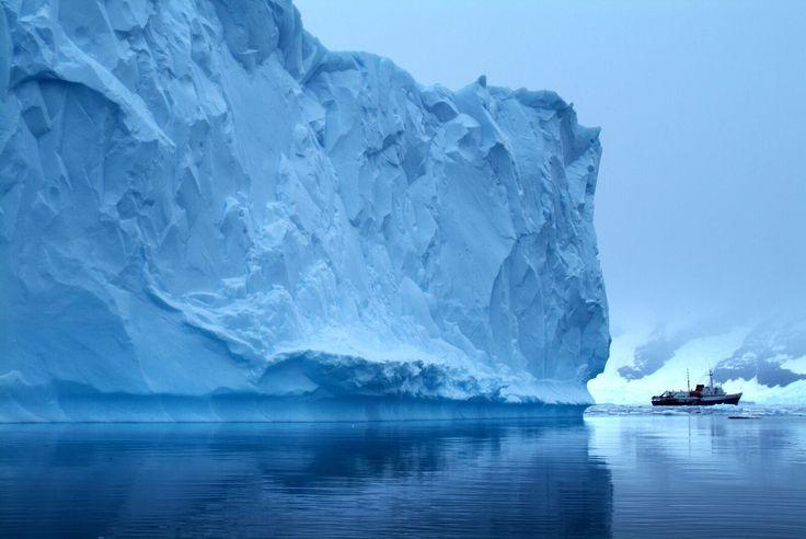 Si ha soñado alguna vez con vivir una #aventura única en la vida, #Antártida podría ser su oportunidad. Una #expedición a través los #paisajes más singulares, la más amplia variedad de #VidaSilvestre y los vestigios de antiguas #exploraciones. ¡Anímese a este #viaje #inolvidable y único! #icebergs #pinguinos #focas #cruceros #zodiac #explorar #acrossargentina