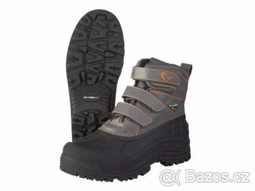 Kvalitní lovecké boty Savage Gear Extreme šedo-černé - Nabízím k prodeji vysoce kvalitní a komfortní lovecké(rybářské) boty Savage Gear extreme určené pro vysoký komfort i v extremních podmínkách. Jedná se o lehké, snadno nazouvací boty. Pohodlné i po několika hodinách chůze. Kvalitní podrážka. Boty jsou ve velikosti 41 bohužel jsou mi velké i když běžně 41 mám... odpovídá spíše našim velikostem 42-42,5 délka podrážky zespodu 30cm, jednalo se o dárek nejsou mi proto je nabízím dál, boty jsou…