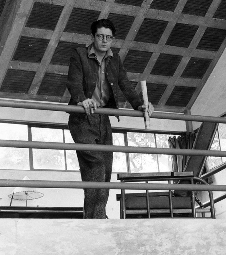 Juan O'Gorman (6 de julio de 1905 – 18 de enero de 1982) nació corbusiano y murio wrightiano. Unos años de introspección y pintura lo distanciaron de la modernidad y con la biblioteca de Ciudad Universitaria regresó a la arquitectura para renacer desde una lectura orgánica y contextual. Con unas pocas obras de referencia, Juan O'Gorman es, sin duda, uno de los arquitectos más destacados de la arquitectura mexicana del pasado siglo.