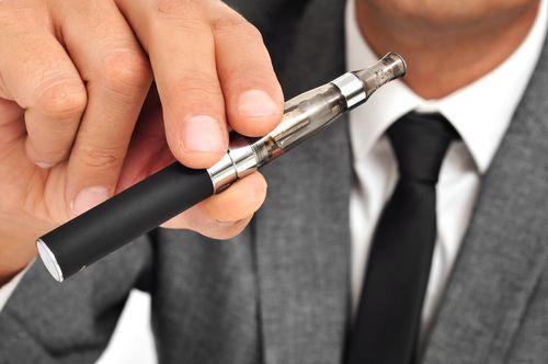 Το ηλεκτρονικό τσιγάρο και η σύνδεσή του με το θάνατο των καπνιστών - http://ipop.gr/themata/eimai/ilektroniko-tsigaro-ke-syndesi-tou-thanato-ton-kapniston/