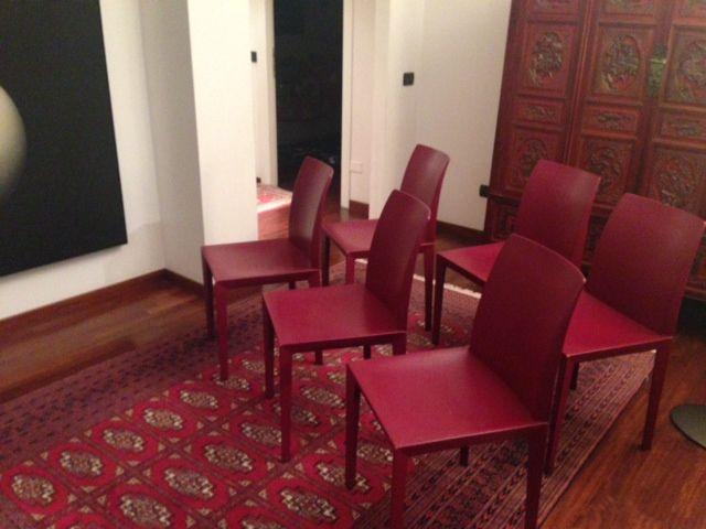 Ciao, mi chiamo Caterina e, a causa di un trasloco in una casa completamente diversa dalla precedente, ho deciso di cambiare il tavolo da pranzo/studio e le sedie che lo corredano. Il tavolo è rett...