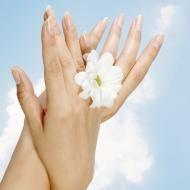 Comment Blanchir ses Ongles en Moins d'1 Minute ? http://www.comment-economiser.fr/comment-blanchir-ongles.html