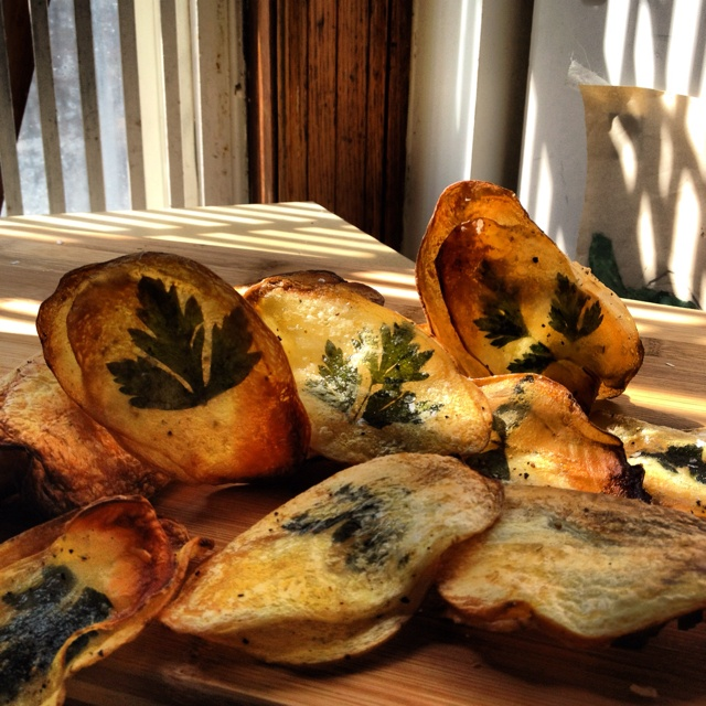 Oven baked parsley potato chips