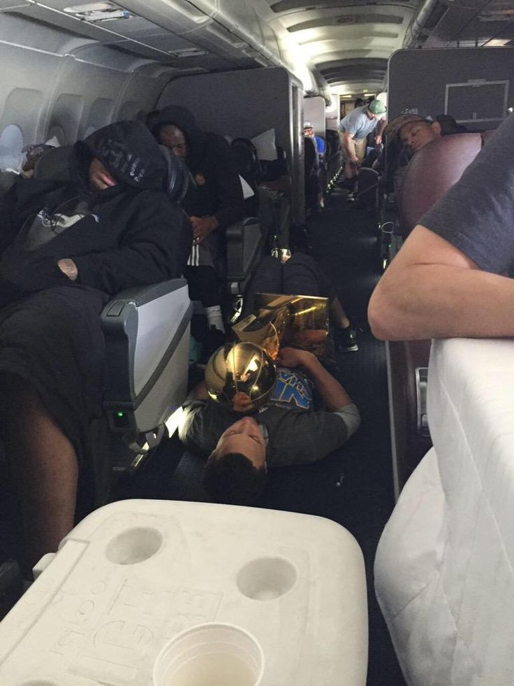 Steph Curry passed out on the plane with the Larry O'Brien trophy in his hands