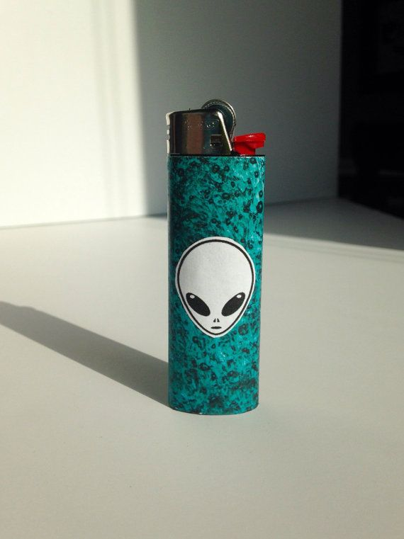 Hey, I found this really awesome Etsy listing at https://www.etsy.com/listing/260903249/blue-alien-head-lighter-trippy-turqouise