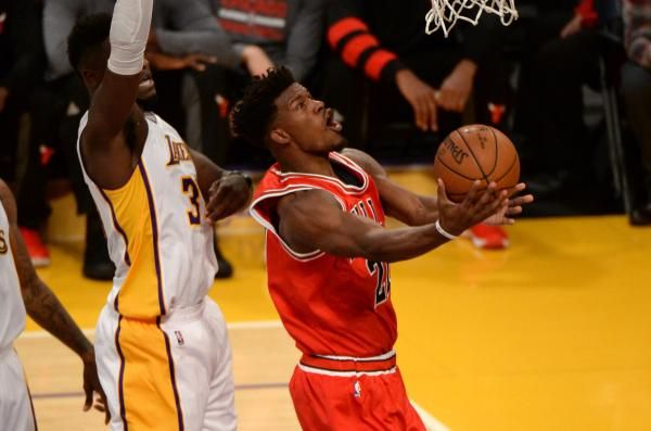 CHICAGO -- When Jimmy Butler struggled to find his shooting touch on Friday night, his teammates, namely rookie Denzel Valentine, told him…