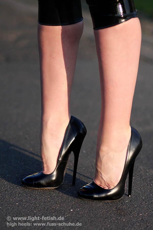 39 best Hell on heels images on Pinterest   Heels, High ...