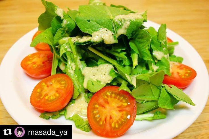 晩御飯まずはトマトとルッコラのサラダ玉ねぎドレッシングがうまい #meallog #food #foodporn #tw #作