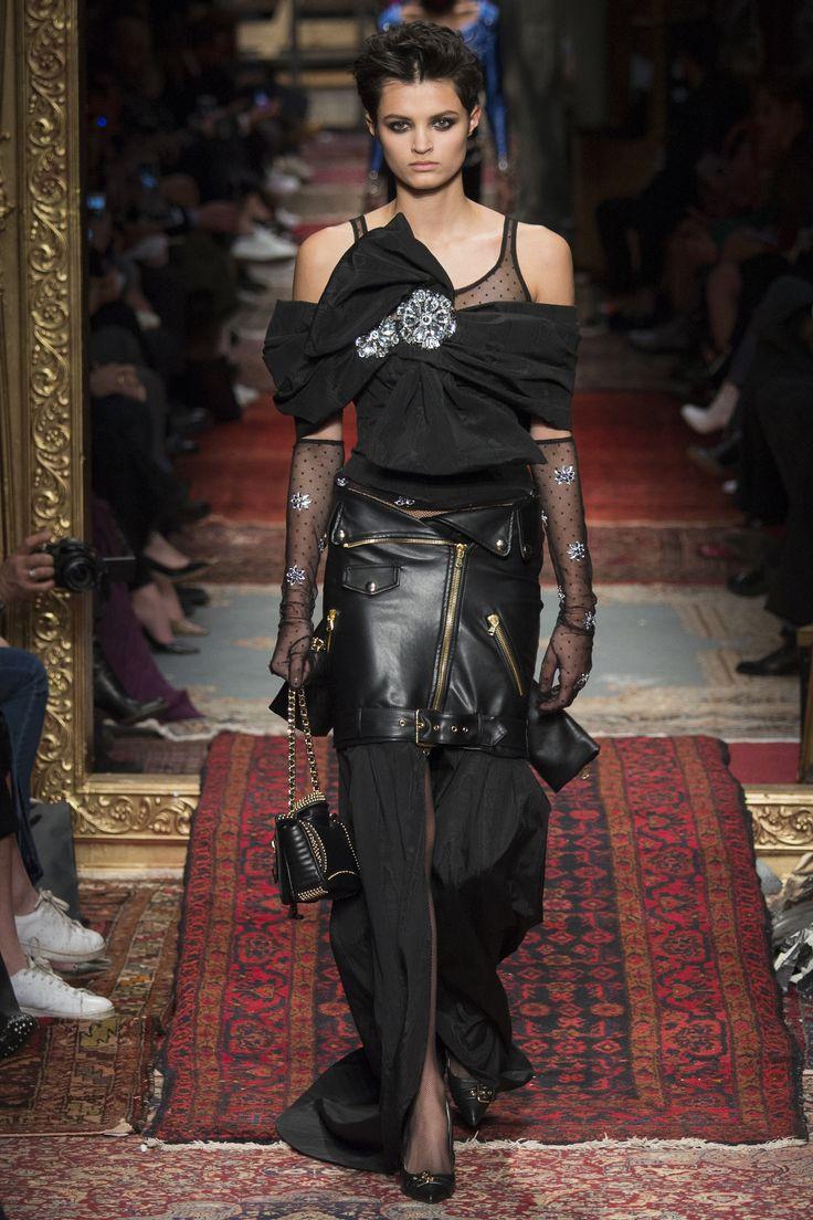 Moschino Fall 2016 Ready to Wear Collection Photos   Vogue