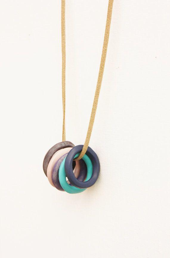 Circle loop necklace blue purple pendant clay door debroervandevogel