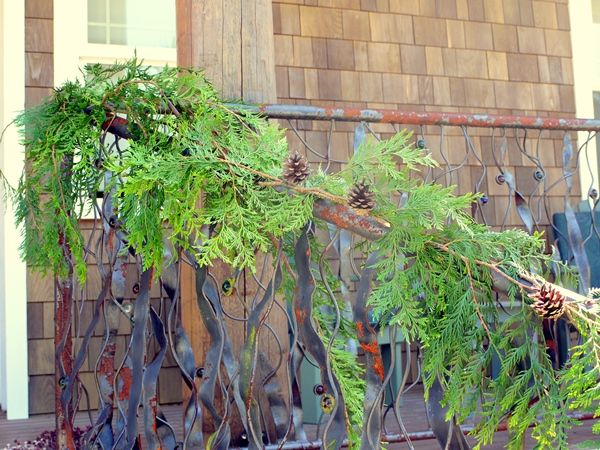 how to make a garland from cedar boughs