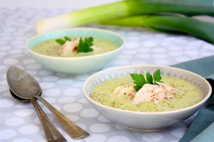Deze preisoep is makkelijk om te maken en smaakt heerlijk in combinatie met de room en gerookte makreel. Bekijk hier het recept.