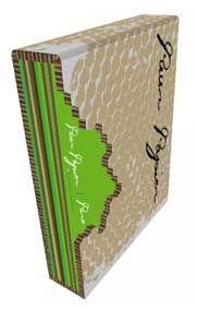 'Puur Papier' is een speciale collectie van negen boekjes in een bedrukte honingraat kartonnen foedraal. De gekleurde omslagen zijn met spec...