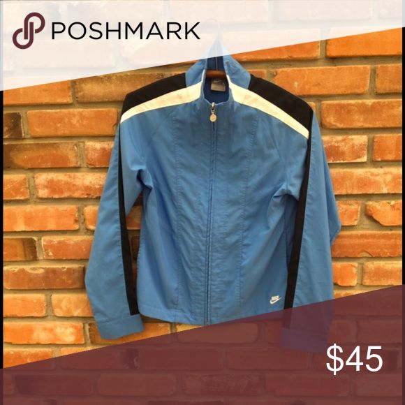 NIKE Running Jacket Windbreaker This sky blue NIKE running jacket is lightweight with soft material made of 100% Polyester. The side pockets help your hands stay free while keeping your belongings in tow and there is an inside deep pocket to hold headphon