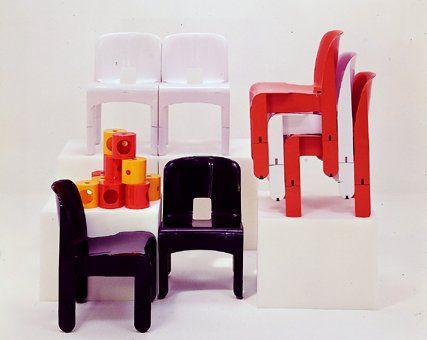 SEDIA 4867 (1968) di Joe Colombo.   Uno dei long-seller di Kartell. Prima sedia stampata a iniezione utilizzando un unico stampo. Accorgimenti progettuali: il cilindro della gamba è tagliato a metà per rendere possibile l'accostamento orizzontale delle sedie; gli incavi posti ai lati del sedile risolvono il problema dell'impilabilità in quanto è possibile inserire in essi le gambe posteriori di altre due sedute. Un foro ha la funzione di costituire una comoda presa per spostare la sedia.
