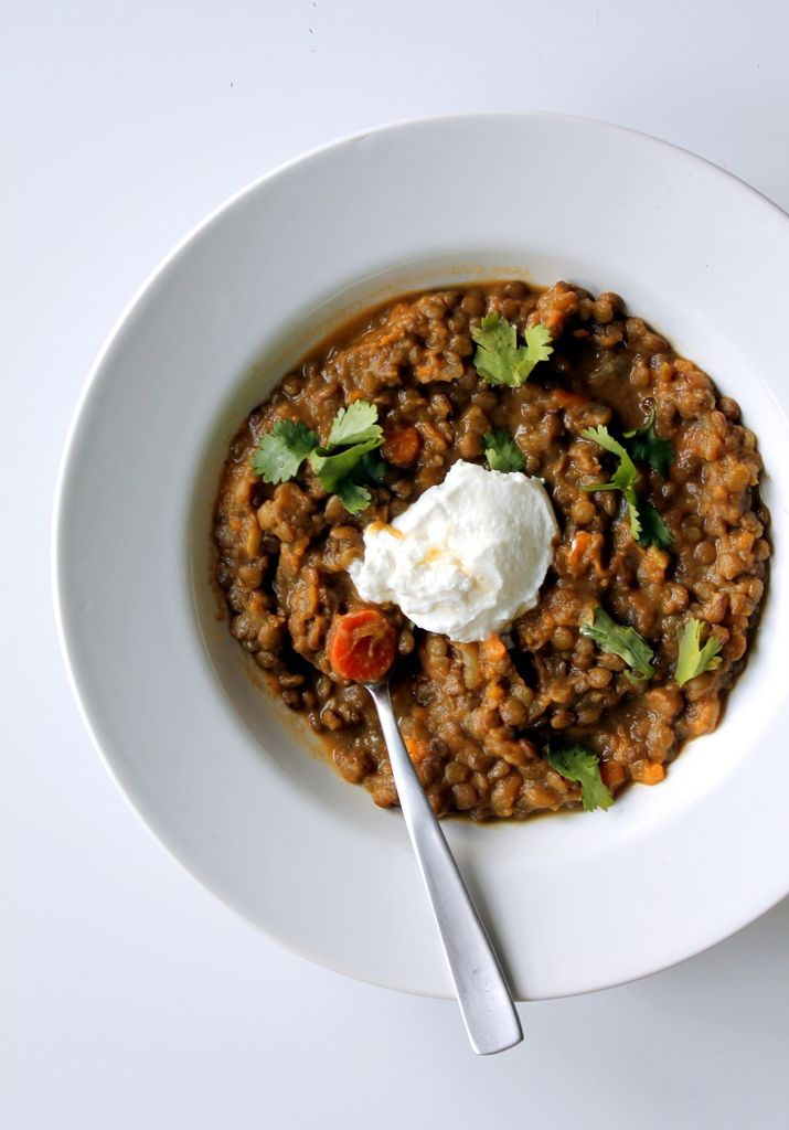 Coconut Curried Sweet Potato and Lentil Stew. Only 300 calories for a hearty bowl with 17g fiber & 11g protein! Vegan, too!