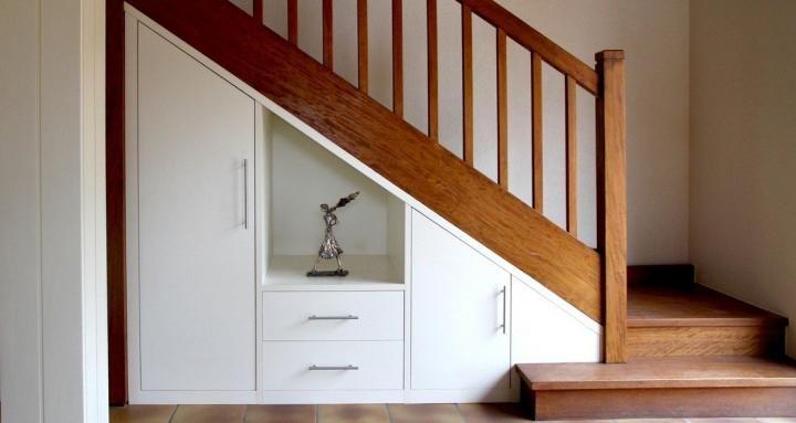 Espacio para el almacenamiento bajo la escalera