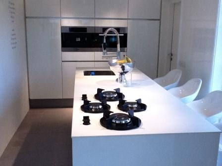 Solid White kitchen worktop by Erbi + PITT cooking