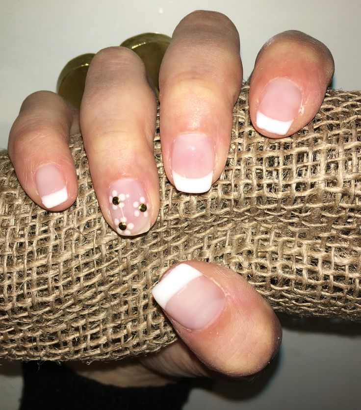 Nails french con margherite