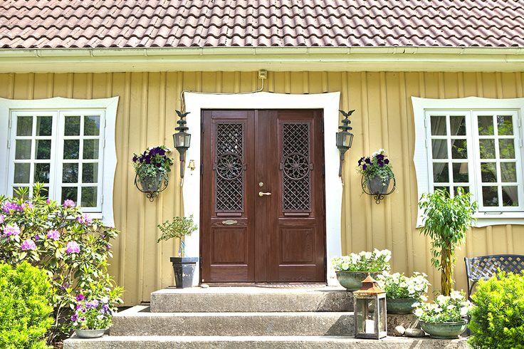 Pardörr i värmebehandlad ädelask från Ekstrands #specialdörr #Ekstrands #Ytterdörr #Ytterdörrar #Dörr #Dörrar #Pardörr #Pardörrar #Ädelask #Ädelträ #Ädelask #Ask #Svenskask #värmebehandlat #Villa #Hus #arkitektur #Sweden #SwedishHouse #SwedishHome #Inspiration #massivträ #Design #Specialdesign