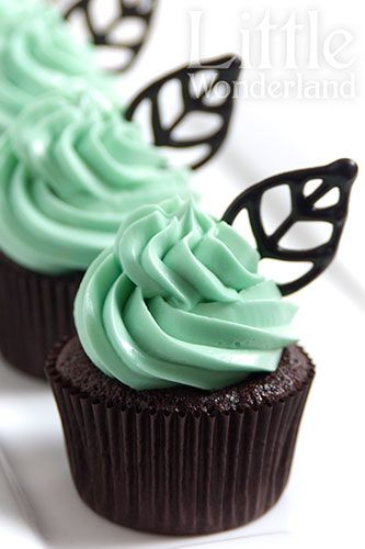 Cupcakes with chocolate leaves and mint frosting | Little Wonderland