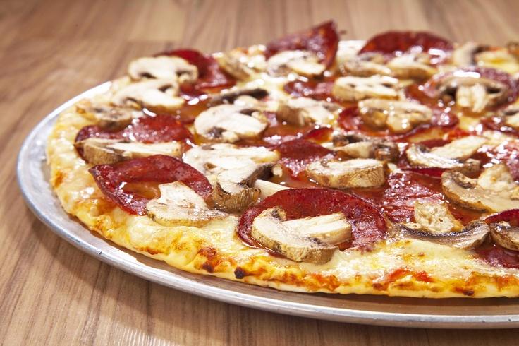 Pizza Peperoni con Champiñones