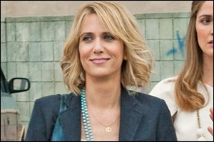 I love Kristen Wiig's hair in Bridesmaids! I think I can style my new cut like this, the length seems about right.
