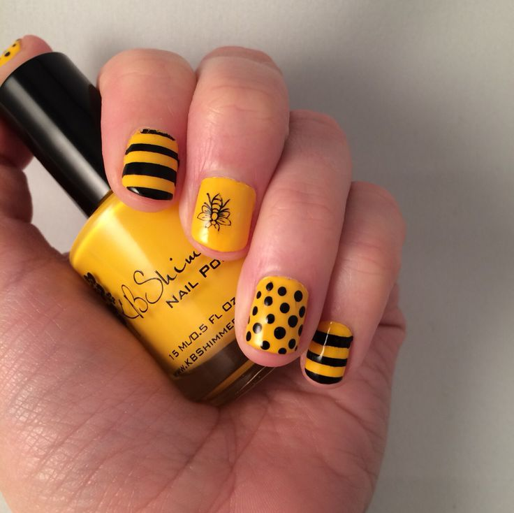 Nail art. Bees, stripes and dots.