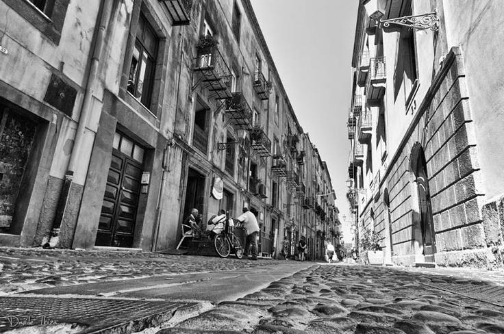 #Sardegna #Bosa in bianco e nero. Il Corso. [Foto di Davide Baraldi]