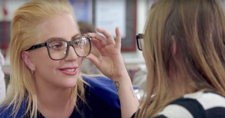 Pro pro pro pro pro pro pro pro pro profe Gaga Lady Gaga apareció de sorpresa en la Walter Reed Middle School en Hollywood. La situación fue así: el profesor le dijo a sus alumnos que les iba a presentar a su nueva profesora sustituta y entonces apareció Gaga dejando a los niños vueltos locos. …