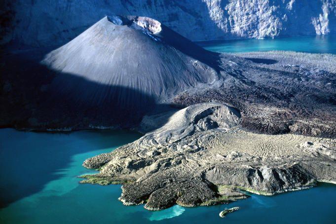 Yes volcano with gorgeous blue waters! Segara Anak lake and Gunung Baru, Gunung Rinjani region