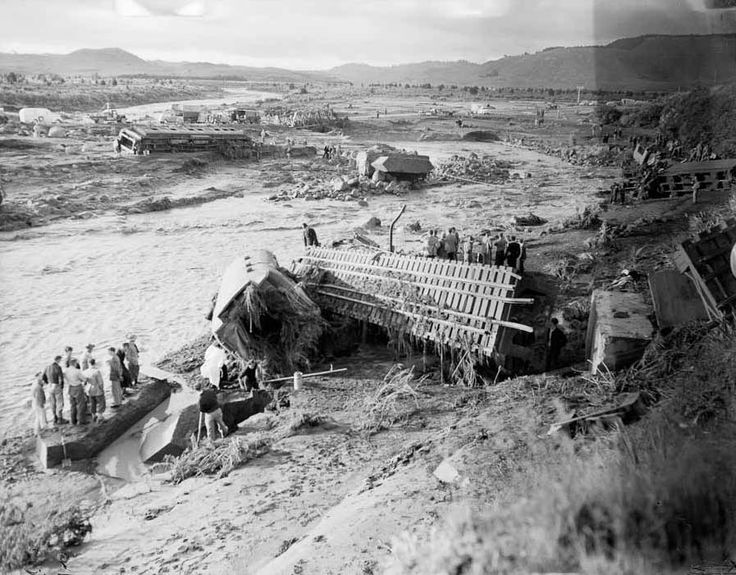 Tangiwai train wreckage | NZHistory, New Zealand history online