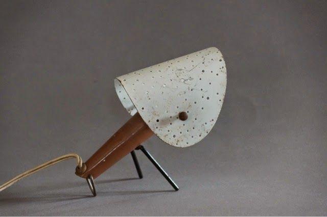 W naszym kąciku designu, dzisiaj przestawiamy kolekcję lamp stołowych wyprodukowanych w Stołecznych Zakładach Metalowych Nr 2 Przemysłu Ter...