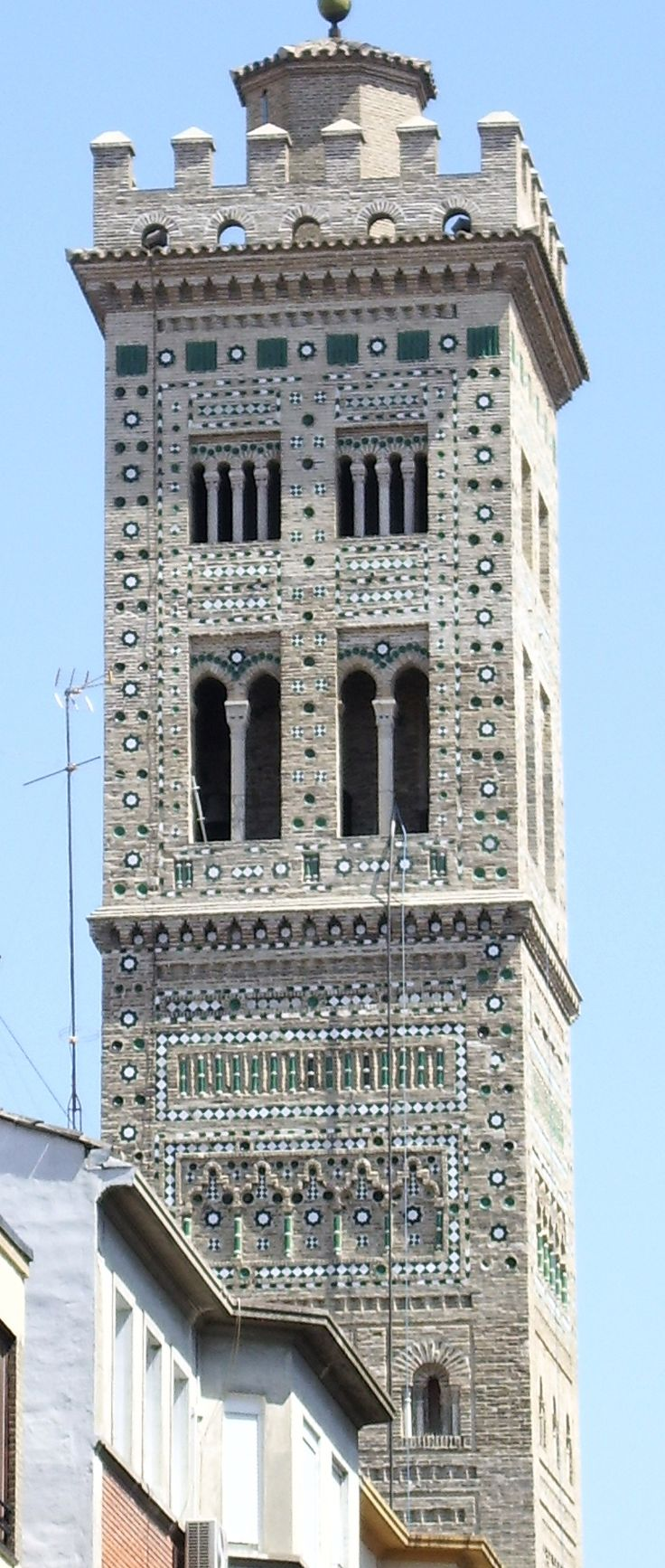 Torre de la iglesia de Santa María Magdalena, Zaragoza, España (mudéjar)