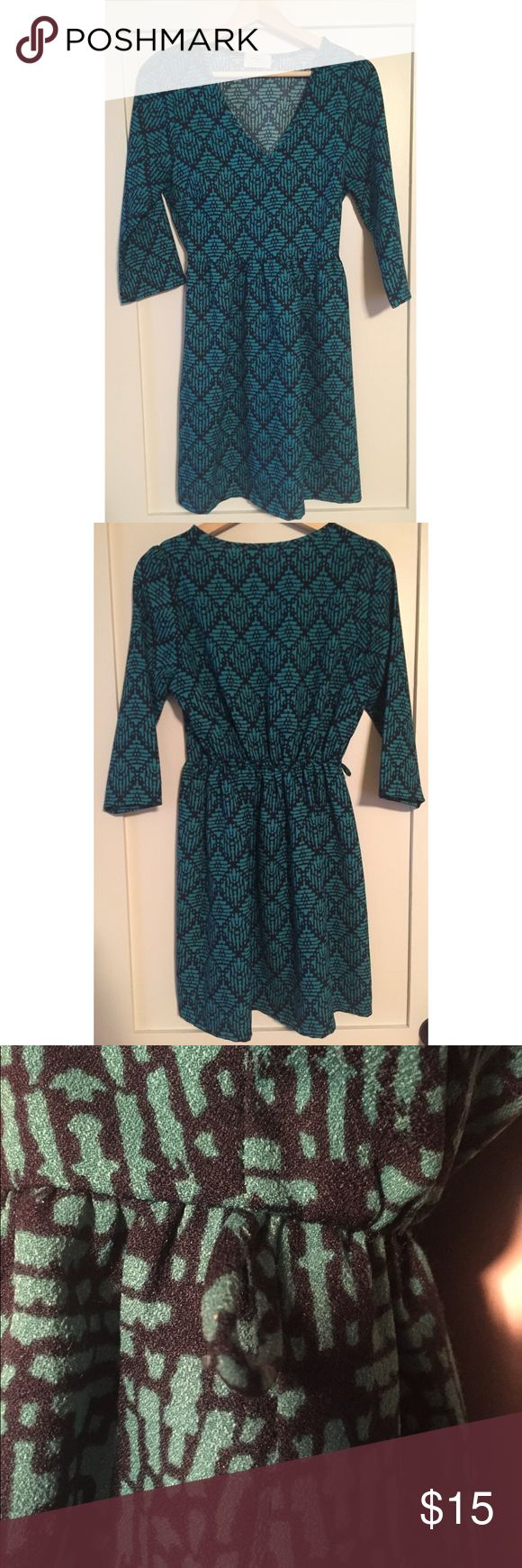 Everly Dress - Size Medium Everly Dress - Size Medium - Dress has belt loops but no belt is included. Everly Dresses Midi