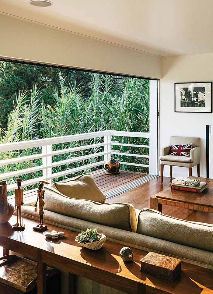 Los Angeles living room with Western Window Systems sliders