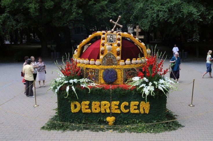 A Debreceni Virágkarnevál évek óta az egyik legnépszerűbb nyári rendezvénysorozat. Kevéssé ismert megdöbbentő számadatokat és tényeket gyűjtöttem össze. https://viragotegymosolyert.hu/tenyek-a-debreceni-viragkarnevalrol/