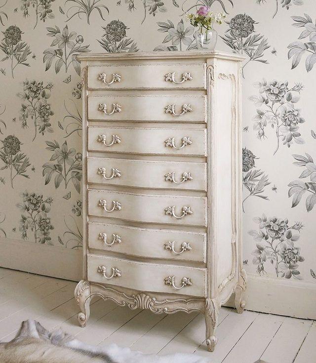 alte Möbel aufpeppen Kommode hoch weiße Farbe