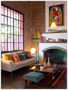 Los #colores brillantes y los detalles divertidos hacen que esta #sala de estar…